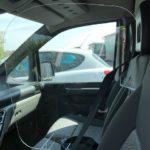 Cloison transparente de séparation pour véhicule utilitaire à banquette
