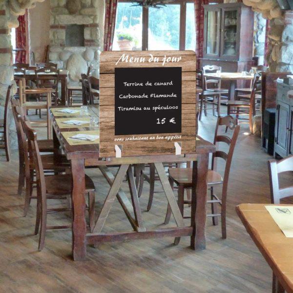 séparation de table de restaurant avec menu du jour à la craie