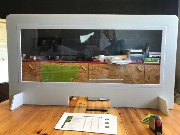 Cloison de séparation en alvéolaire avec fenêtre transparente