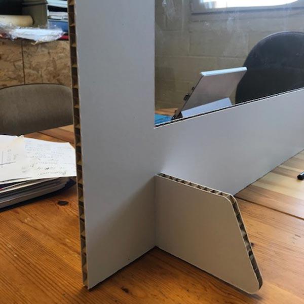 séparation en carton avec fenêtre transparente